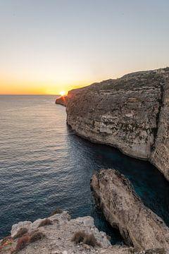 Sonnenuntergang an den Klippen auf Malta von Manon Verijdt