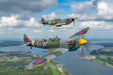 Spitfires boven het Veluwemeer van Planeblogger
