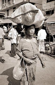 Old Woman - Analoge Fotografie! von Tom River Art