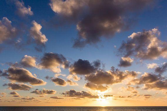 Zonsondergang aan het strand van John Monster