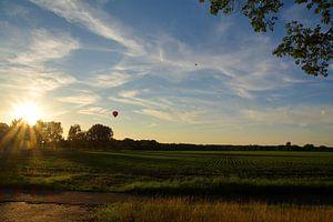 un vol en montgolfière avec coucher de soleil en août sur tiny brok