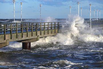Storm op de pier van Ilo.Auge