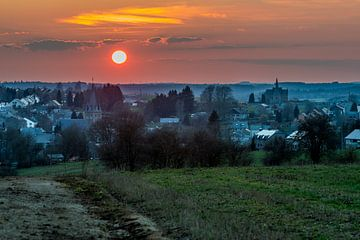 Zonsondergang Belgische Ardennen sur Marco Schep