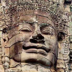 Serene glimlach Boeddha, Bayon tempel, Cambodja van Inge Hogenbijl