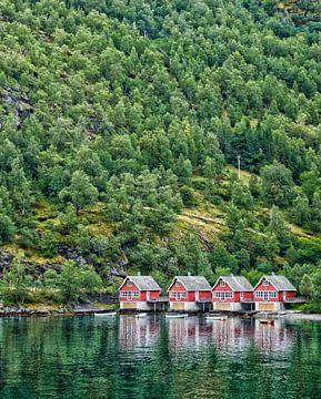 Houten huisjes in rood van Karin Mooren