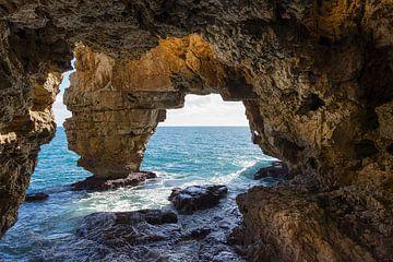 Rotsen en grotten aan de Middellandse Zee, Cova dels Arcs van Montepuro