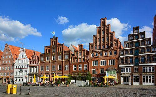 """The Square """"Am Sande"""" in Lunenburg van Gisela Scheffbuch"""