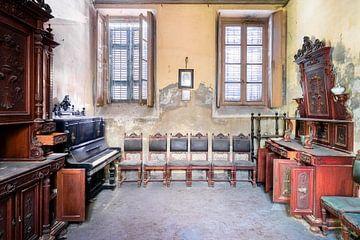 Verlassenes Haus mit Antiquitäten. von Roman Robroek
