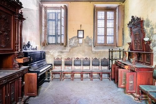 Verlassenes Haus mit Antiquitäten.