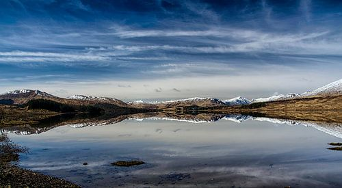 Lentezon over de bergen in de  Glencoe vallei