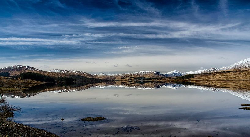 Lentezon over de bergen in de  Glencoe vallei van Anja Van Geert