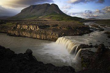 Isländischer Wasserfall von mathis_vdm