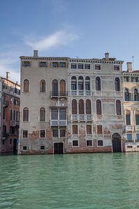 Alte Gebäude am Kanal im alten Zentrum von Venedig, Italien