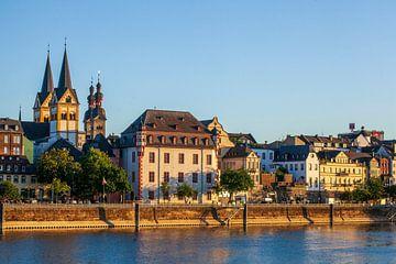 Peter-Altmeier-Bank à la Moselle avec la vieille ville