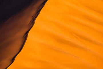 Abstracte foto van rode zandduinen - Sossusvlei, Namibië van Martijn Smeets