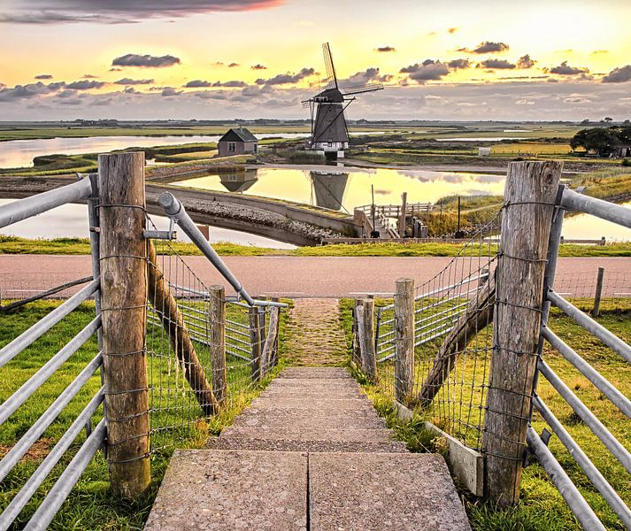 Molen en zonsondergang op Texel / Windmill and sunset on Texel van Justin Sinner Pictures ( Fotograaf op Texel)