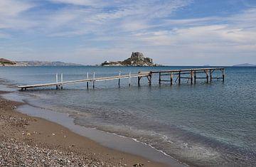 Kefalos Beach met uitzicht op Kastri van Miranda Lodder