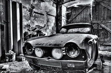 Een verlaten Triumph Zwart/wit Rawbird Photo's van Wouter Putter van Rawbird Photo's Wouter Putter