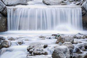 Waterfall in the winter sur Ratna Bosch