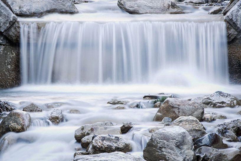 Waterval in de winter van Ratna Bosch