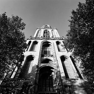 De Domtoren op het Domplein in Utrecht in zwartwit