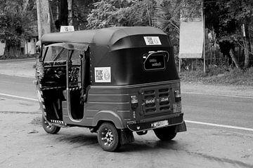 Tuktuk schwarz weiß von Inge Hogenbijl