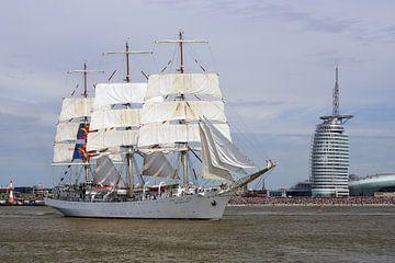 Volledig schip Dar Mlodziezy en Hotel Atlantic van Ingo Rasch