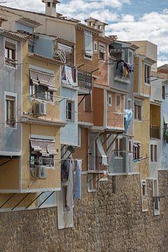 Häuser im Tal des Dorfes Joiosa in Alicante, Spanien von Joost Adriaanse