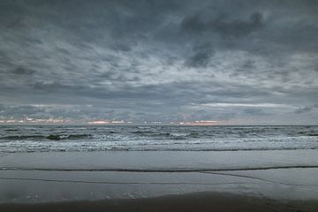 Noordzee in het blauwe uur van Nanda van der Eijk