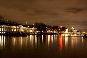 Nachtzicht over de Amstel van