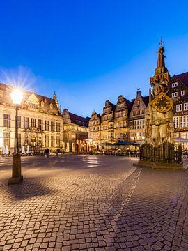 Marktplaats met de Roland in Bremen bij avond van Werner Dieterich