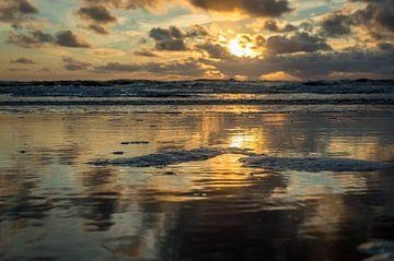 Zonsondergang op het strand von Richard Steenvoorden