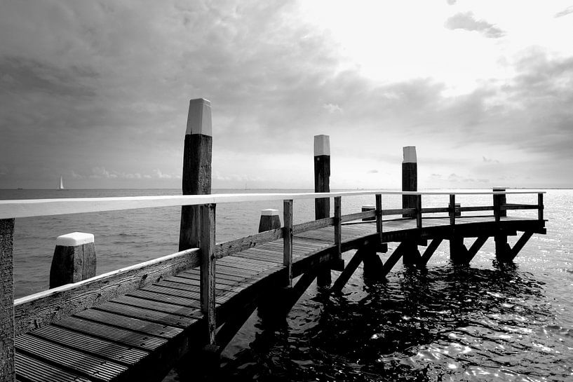 Pier, Nederlandse kust, Texel (zwart-wit) van Rob Blok
