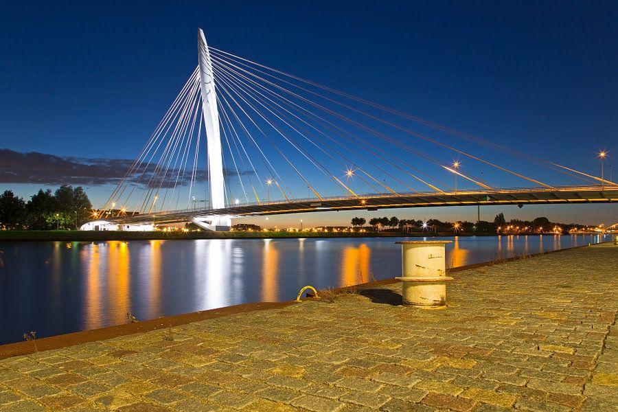 Nachtfoto Prins Clausbrug te Utrecht van Anton de Zeeuw