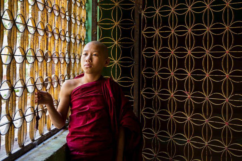 monnik in een klooster van Antwan Janssen