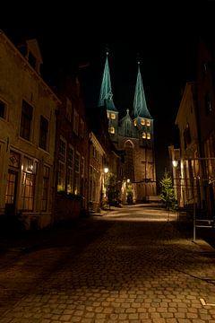 Deventer Bergkerk in de avond van Tonko Oosterink