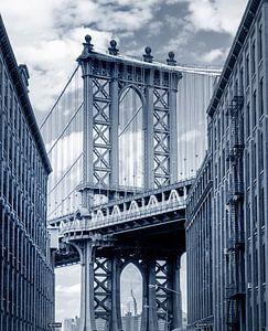 Manhattan Bridge gezien vanaf Brooklyn Backstreet van