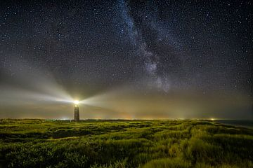 Galaxie an einem Leuchtturm von Ellen van den Doel