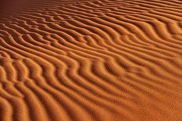Wellen im Sand sur Gijs de Kruijf