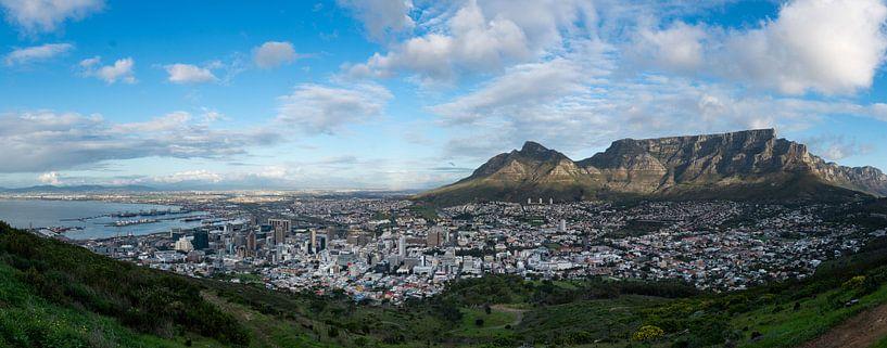 Uitzicht van Signal Hill over Kaapstad met de Tafelberg van Capture the Light