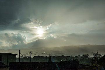 Vulkaan Etna tijdens Regenbui van Wesley Flaman