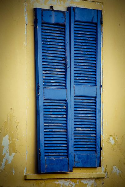 Blue old door;Bleu virile porte; Bleu vieille porte;Bleu vieille porte van Tonny Visser-Vink