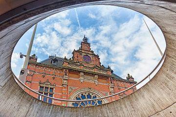 Gevel van het NS treinstation in Groningen van Evert Jan Luchies