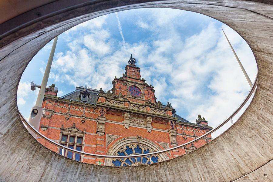Gevel van het NS treinstation in Groningen