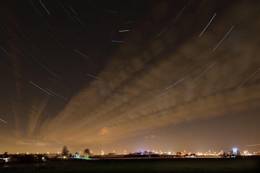 Sterrenspoor boven Amsterdam ZO van Marco Bakker