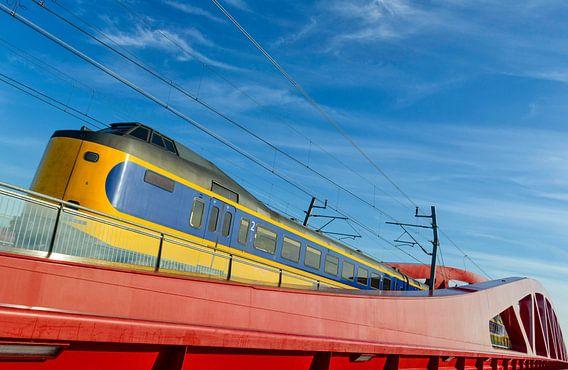 NS intercity trein op de Hanzeboog brug bij Zwolle van Sjoerd van der Wal