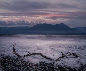 Sonnenuntergang, Berge und Meer in Kanada von Leon Brouwer