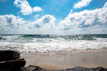 Schitterend strand met rotspartij op de voorgrond van Bianca ter Riet