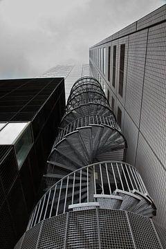 Spiraaltrap tegen kantoorgebouw in Rotterdam sur Jan van der Vlies