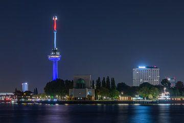 L'Euromast à Rotterdam en rouge, blanc, bleu sur MS Fotografie | Marc van der Stelt